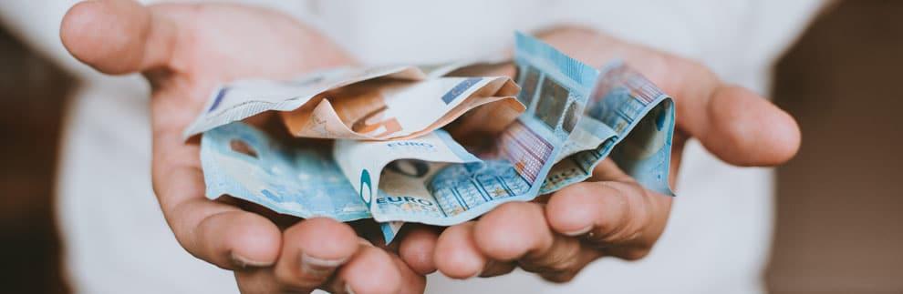 betalen met geld hand